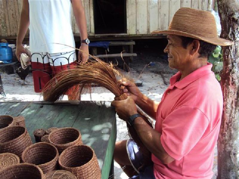 Gravação do documentário Piaçava, de Regiandro Goes, de Santa Isabel do Rio Negro, no Amazonas.