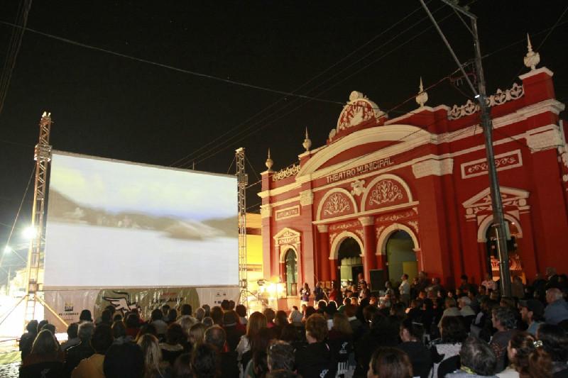 Exibição do documentário Quatro Hinos de uma Antonina Só, de Tânia R. Silva, de Antonina, no Paraná.