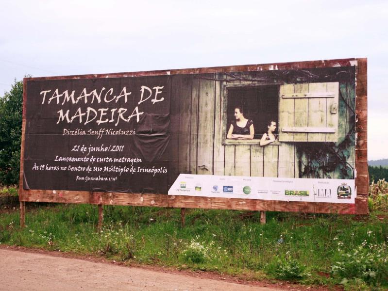 Exibição da ficção Tamanca de Madeira, de Dircélia Nicoluzzi, de Irineópolis, em Santa Catarina.