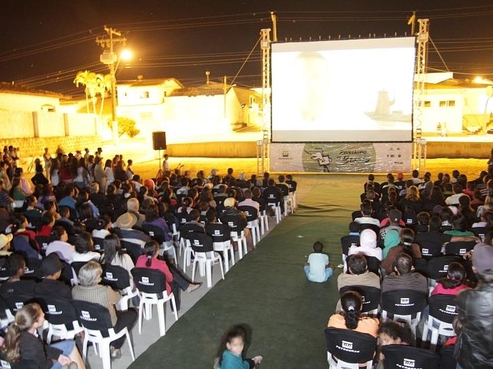 Exibição do documentário  O Voo do Caçador, de Cibele de Sá, de Boa Nova, Bahia.