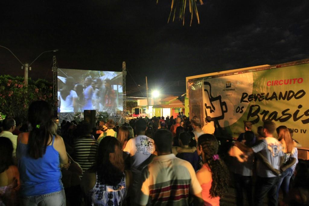 Exibição da ficção Curva Elan Dias, de Maria Paraíba, de Curvelândia, no Mato Grosso.