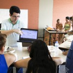 Aula de Produção com Beth Formaggini e Alexandre Guerreiro - Oficinas Audiovisuais Revelando V. Foto: Ratão Diniz